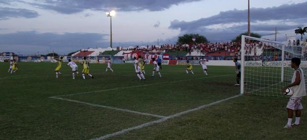 Esporte de Patos x Santa Cruz, 2ª divisão do Campeonato Paraibano (Foto: Damião Lucena)