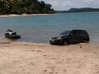 Internauta flagra carro na praia em Alter do Chão; lei proíbe circulação