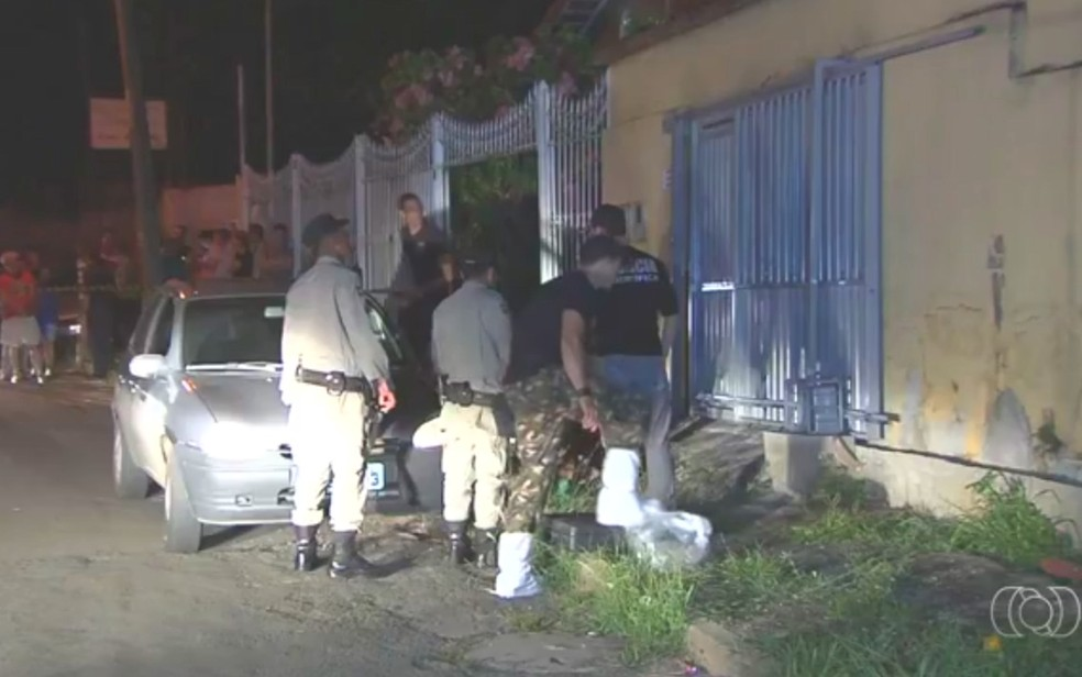 Suspeita de ser mandante do crime, filha estava ao lado do DJ no momento do homicídio (Foto: Reprodução/ TV Anhanguera)