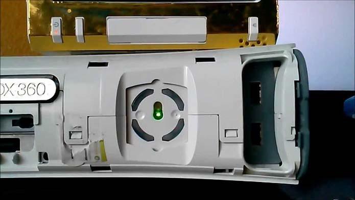 USB em curto impede que o console ligue (Foto: Reprodução/YouTube)