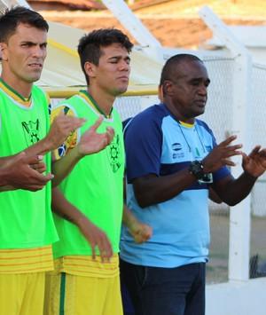 Peo, técnico do Picos (Foto: Josiel Martins/GloboEsporte.com)
