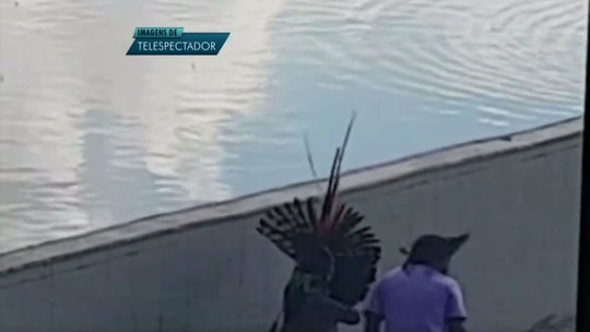 Ato de índios tem bombas, balas de borracha e flechas em Brasília