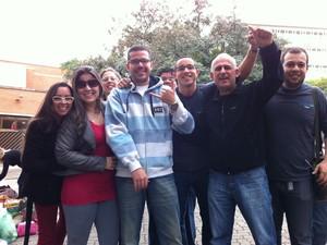 Rafael Rios conta com o apoio dos amigos para realizar a prova pela quarta vez (Foto: Gabriela Haas/ G1)