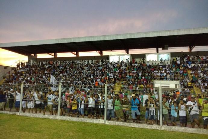Torcedores no estádio Arthur Marinho no jogo Corumbaense x Costa Rica-MS pelas quartas de final do estadual (Foto: Carlos da Cruz/TV Morena)