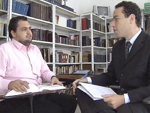 Thiago estuda diariamente para passar no Exame da Ordem, em Taubaté. (Foto: Reprodução/TV Vanguarda)