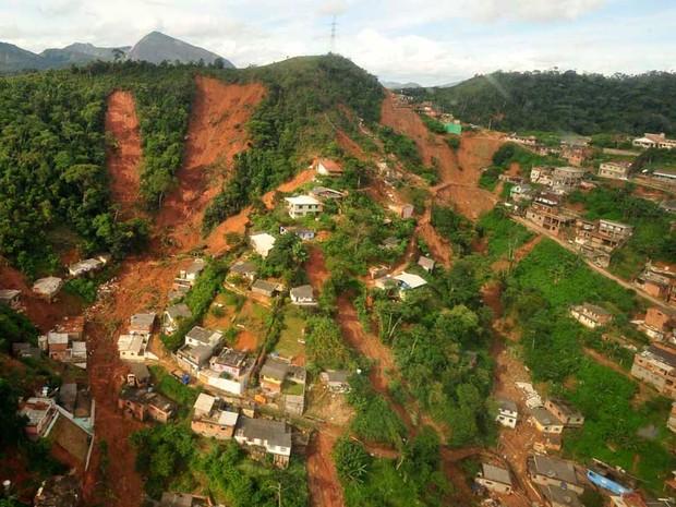 Chuva desvastou diversos bairros e distritos de Nova Friburgo, na Região Serrana do Rio (Foto: Marino Azevedo/ Governo do estado RJ)