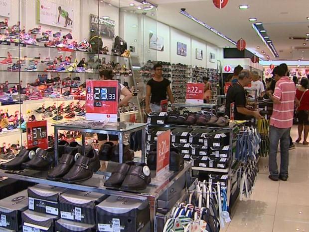 Lojas do Centro funcionam em horário especial a partir desta segunda-feira (1º) em Ribeirão Preto, SP (Foto: Reprodução/EPTV)