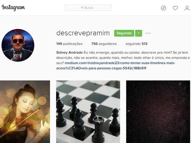 Página principal do perfil 'descreve pra mim', no Instagram, com a foto de um poster, quantidade de publicações e seguidores, além da foto de uma mulher tocando violino, um jogo de xadrez e a imagem do universo (Foto: Reprodução/Instagram)