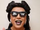 David Brazil se fantasia de Anitta em 'Bang': 'Óculos são dela, emprestados'