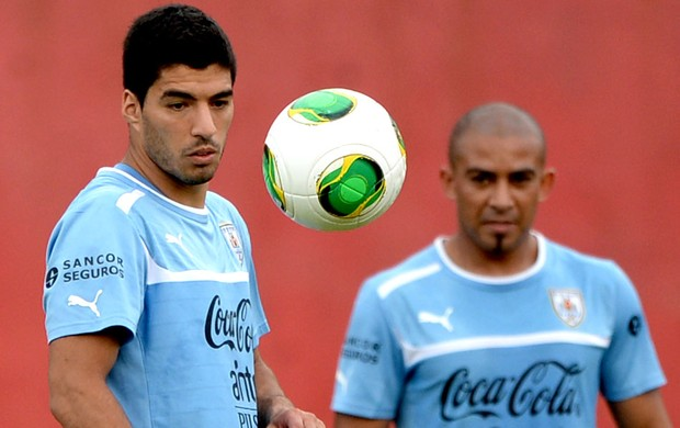 Luis Suarez treino Uruguai  (Foto: AFP)