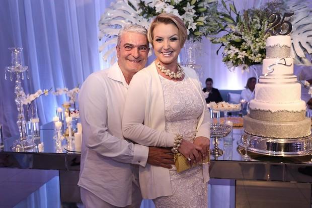 Alessandra Scatena com o marido  (Foto: Claudio Augusto/Brazil News)