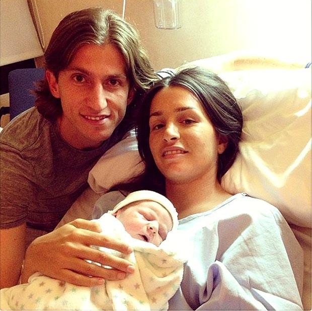 Filipe Luis ao da sua esposa e do filho tiago (Foto: Reprodução / Instagram)