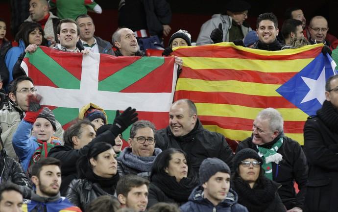 torcida amistoso catalunha (Foto: EFE)