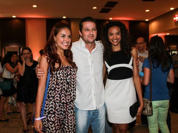 Paloma Bernardi, Marcelo Serrado e Lucy Ramos em pré-estreia do filme 'Crô' em São Paulo (Foto: Cláudio Augusto/ Foto Rio News)