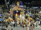 Escolas de Samba desfilam na avenida do Sambódromo de Manaus