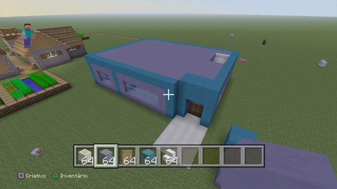 Feche o teto de sua casa em Minecraft e decida se deseja fazer um segundo andar para colocar escadas (Foto: Reprodução/Rafael Monteiro)