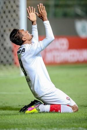 Kieza gol América-MG x Vitória (Foto: Cristiane Mattos/Futura Press)