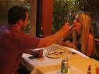 Bárbara Evans janta com o namorado em restaurante no Rio