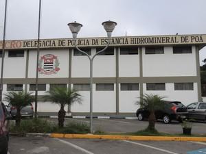 Caso foi registrado no Distrito Policial de Poá. (Foto: Jenifer Carpani/G1)