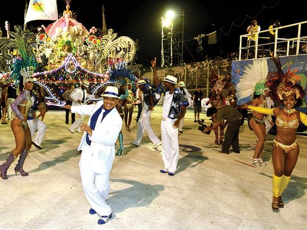 Antônio Pitanga produz desfile de Carnaval na Argentina
