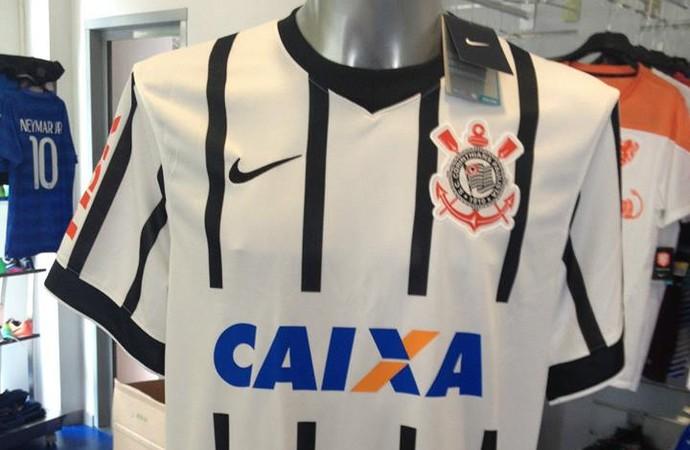 293ac91a96fc6 Nova camisa do Timão em referência a Roberto Rivellino vaza na internet.  Uniforme é inspirado no modelo de 1971 e foi uma ideia do presidente Mário  Gobbi