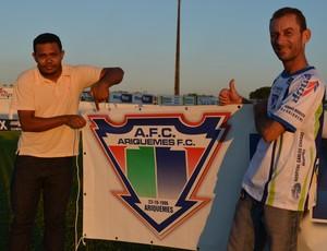 Wanderson Maia Pereira e Osiel Barbosa, torcedores do Ariquemes (Foto: Franciele do Vale)