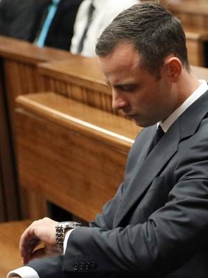 Velocista paralímpico Oscar Pistorius é julgado no Supremo Tribunal de Pretória (Foto: AFP)