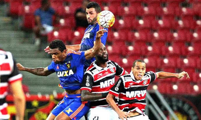 Santa Cruz x Sport Sul-Americana (Foto: Marlon Costa / Pernambuco Press)
