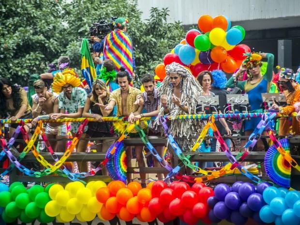 Participantes durante a 20ª Parada do Orgulho LGBT de São Paulo, na Avenida Paulista, na região central da cidade, neste domingo. (Foto: Cris Faga/Fox Press Photo/Estadão Conteúdo)
