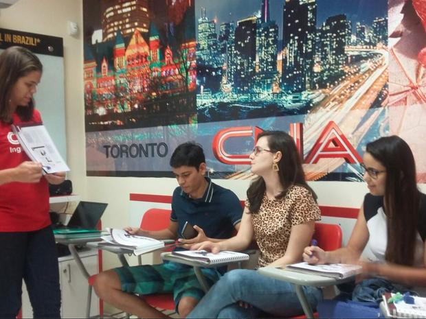 Cristina leciona língua inglesa há 15 anos (Foto: Paula Cavalcante/G1)