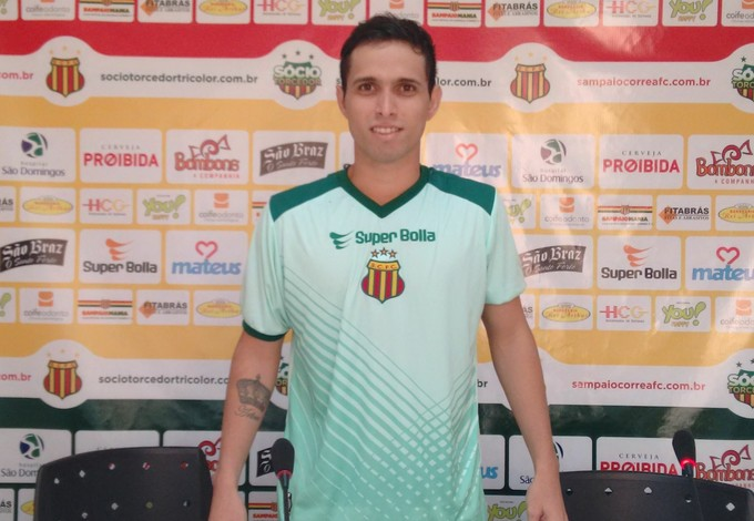 Jefferson Abreu se apresentou ao Sampaio na manhã dessa quarta-feira (Foto: Afonso Diniz/GloboEsporte.com)