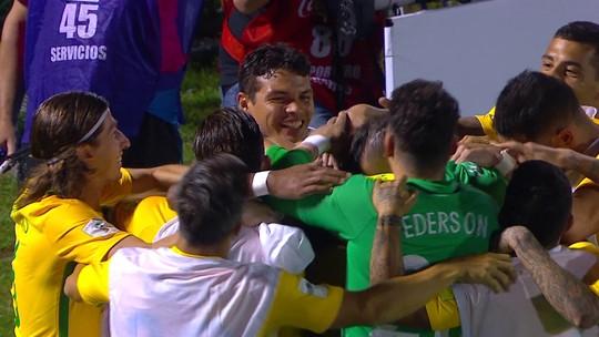 """""""A diferença no placar não reflete o jogo"""", diz Godín após goleada; Tabárez discorda"""