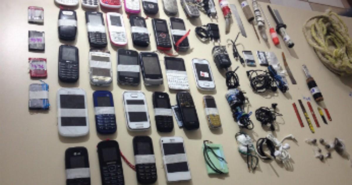 Polícia apreende 29 celulares dentro do minipresídio de Apucarana - Globo.com