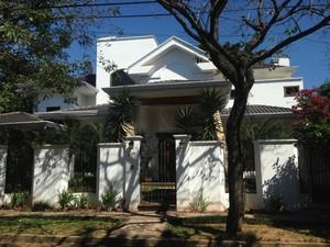 Casa onde vivia Roger Abdelmassih enquanto estava foragido em Assunção, no Paraguai (Foto: Glauco Araújo/G1)