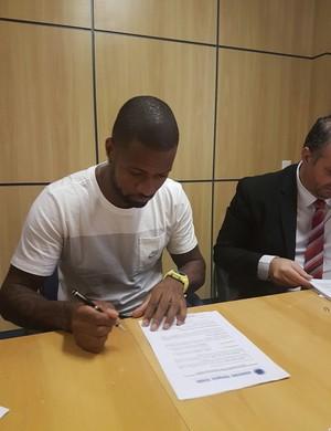 Dedé renova contrato com o CRuzeiro até abril de 2019 (Foto: Cruzeiro/Divulgação)