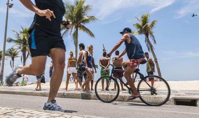 Correndo e pedalando na orla euatleta (Foto: Getty Images)