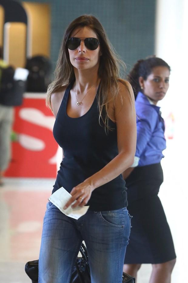 Daniella Cicarelli no aeroporto Santos Dumont (Foto: Marcello Sá Barreto / AgNews)