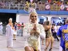 Miss Bumbum usa fantasia que lembra Nossa Senhora em ensaio de carnaval