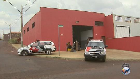 PM encontra galpão com veículos roubados em Sertãozinho, SP