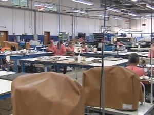Máquinas estão paradas nas indústrias  (Foto: Reprodução / TV TEM)