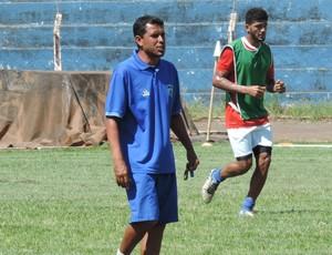 Luciano Baiano, técnico do Osvaldo Cruz (Foto: Ronaldo Nascimento / GloboEsporte.com)