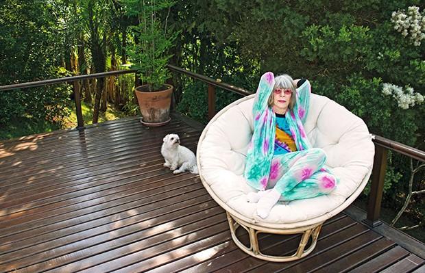 """Rita posa com Nino, um de seus cães: """"Entendo o divino através dos animais"""" (Foto: Rita posa com Nino, um de seus cães: """"Entendo o divino através dos animais"""")"""