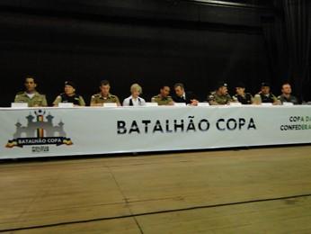 Autoridades durante o evento em Belo Horizonte (Foto: Pedro Triginelli/G1)