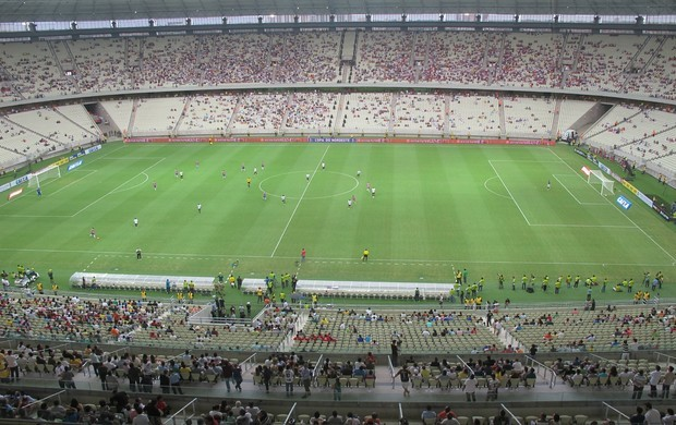 Com jogos deste domingo, Castelão foi o primeiro estádio da Copa a ter bola rolando (Foto: Diego Morais)