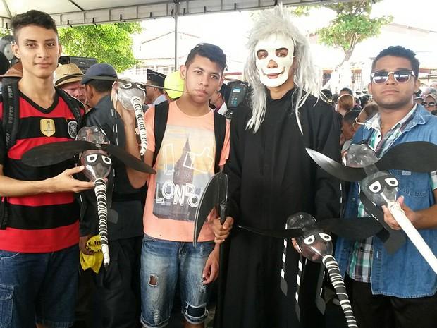 Alunos da UFMA abusam da criatividade na campanha contra o mosquito (Foto: Joyce Mackay / G1)