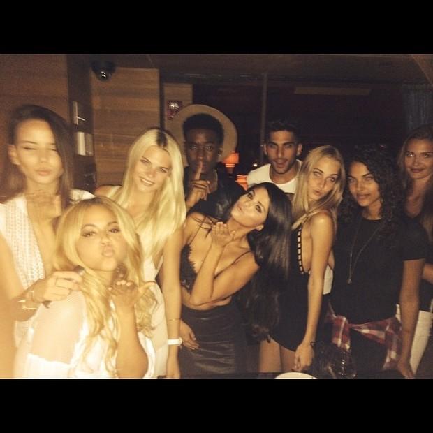 Selena Gomez se diverte com amigos em Nova York, nos Estados Unidos (Foto: Instagram/ Reprodução)