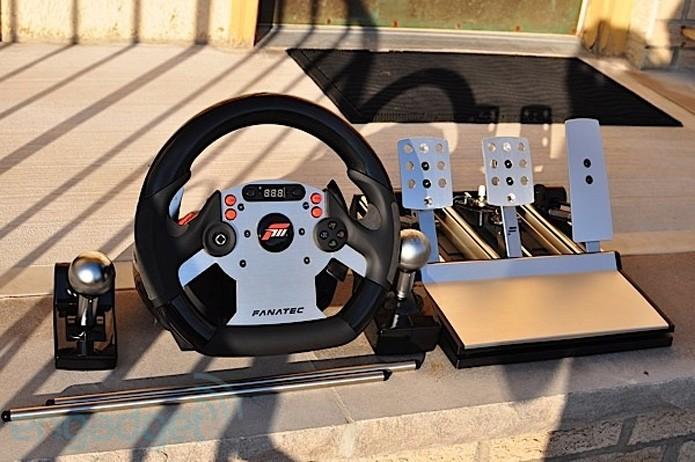 Série CSR da Fanatec é o que há de melhor em termos de volantes para Xbox 360 (Foto: Reprodução/Engadget)