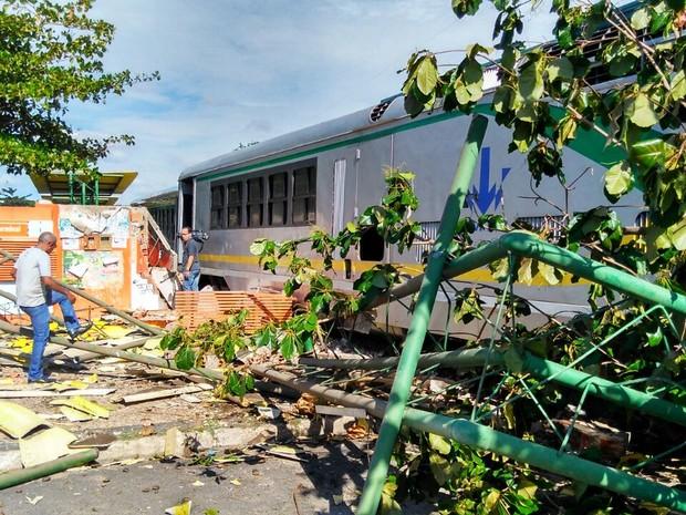Metrô de Teresina descarrilou em terminal de Teresina (Foto: Ellyo Teixeira/G1 Piauí)