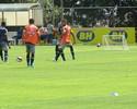 Com Fabiano, reforços e jogadores da base, Cruzeiro realiza treino com bola