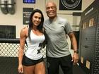 Gracy Barbosa treina em academia de Anderson Silva e tieta lutador